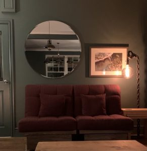 How to Choose a Living Room Mirror?